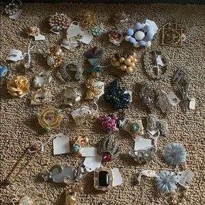 Lot of vintage brooches some signed